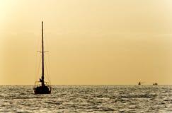 Zonsondergang met Schip Stock Foto
