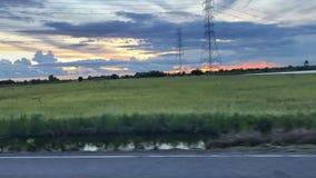 Zonsondergang met silhouettijd in de zomer Stock Foto