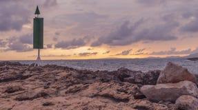 Zonsondergang met stormachtige hemel royalty-vrije stock fotografie
