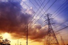 Zonsondergang met stroomposten. Stock Fotografie