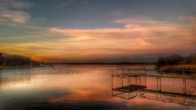 Zonsondergang met Vissersboten op het Meer royalty-vrije stock afbeeldingen