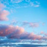 Zonsondergang met wolken Stock Foto