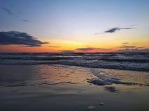 Zonsondergang met wolken Royalty-vrije Stock Foto