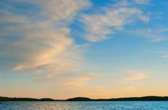 Zonsondergang met zigzagwolken Royalty-vrije Stock Fotografie