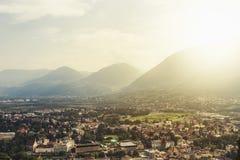 Zonsondergang mooie mening van de stad van Merano Meran, Italië, Sou royalty-vrije stock foto's
