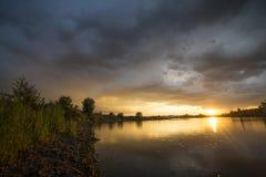 Zonsondergang na een onweersbui Stock Fotografie