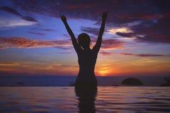 Zonsondergang Oceaansilhouet royalty-vrije stock foto