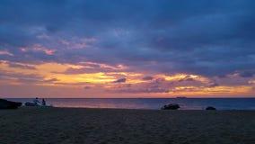 Zonsondergang op Beachfront in indonasia royalty-vrije stock afbeeldingen