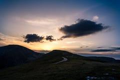 Zonsondergang op bergen Stock Afbeelding