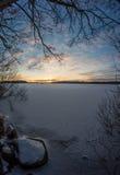 Zonsondergang op Bevroren Meer Royalty-vrije Stock Afbeeldingen