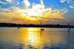 Zonsondergang op de bank van Nile River Royalty-vrije Stock Afbeelding