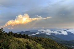 Zonsondergang op de berg Stock Afbeelding