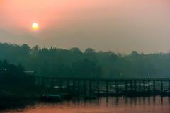 Zonsondergang met woodbridge Stock Foto