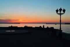 Zonsondergang op de dijk Stock Foto