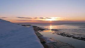 Zonsondergang op de Golf van Oostzee, Riga, Letland stock video