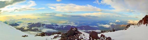 Zonsondergang op de Kaukasus Royalty-vrije Stock Foto's