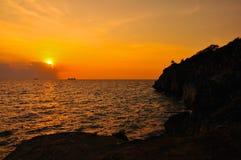 Zonsondergang op de klip Stock Foto's
