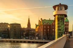Zonsondergang op de Knippels-Brug over de binnenhaven van Kopenhagen stock foto's