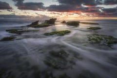 Zonsondergang op de kust Stock Afbeelding