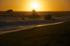 Zonsondergang op de kust van Californië Stock Afbeelding