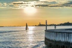 Zonsondergang op de lagune van Venetië in Italië Stock Afbeeldingen