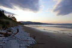 Zonsondergang op de Marlborough Geluiden Nieuw Zeeland stock foto's