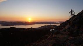 Zonsondergang op de Noorse Kust Stock Afbeeldingen