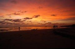 Zonsondergang op de oceaan stock foto