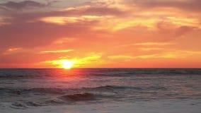 Zonsondergang op de oceaan stock videobeelden