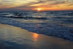 Zonsondergang op de Oostzee in Karwia Stock Fotografie