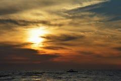Zonsondergang op de Oostzee in Karwia Stock Foto