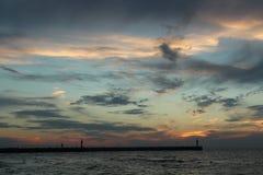 Zonsondergang op de overzeese kust, royalty-vrije stock afbeelding