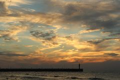 Zonsondergang op de overzeese kust, stock foto's
