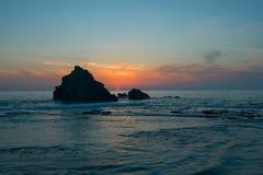 Zonsondergang op de overzeese kust royalty-vrije stock foto's