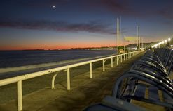 Zonsondergang op de Promenade des Anglais - Nice - Frankrijk royalty-vrije stock afbeeldingen