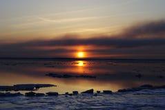 Zonsondergang op de rivier Stock Afbeeldingen