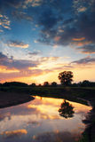 Zonsondergang op de rivier Stock Fotografie