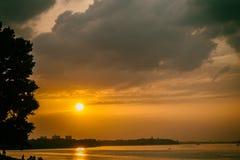Zonsondergang op de rivier Stock Afbeelding