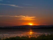 Zonsondergang op de rivier van Donau in Moldavië Noua Royalty-vrije Stock Foto's