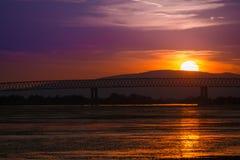 Zonsondergang op de rivier van Donau in Moldavië Noua Stock Foto