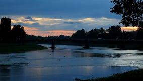 Zonsondergang op de rivierstad Uzghorod stock footage