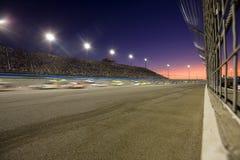 Zonsondergang op de Speedwaybaan stock afbeelding
