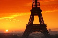 Zonsondergang op de toren van Eiffel Stock Afbeeldingen