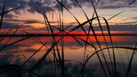 Zonsondergang op de Volga Rivier stock fotografie