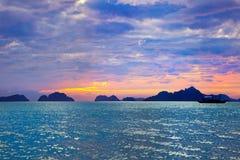 Zonsondergang op de Vreedzame Oceaan Stock Afbeelding