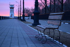 Zonsondergang op de waterkant Stock Foto's