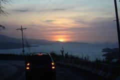 Zonsondergang op de weg aan Cumana, Venezuela Royalty-vrije Stock Afbeelding