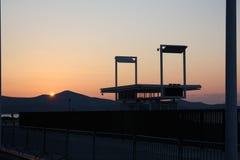Zonsondergang op de zeekust stock fotografie