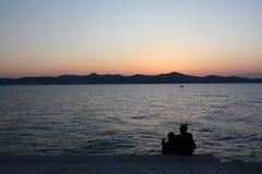 Zonsondergang op de zeekust royalty-vrije stock afbeelding