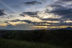 Zonsondergang op een gebied Stock Fotografie